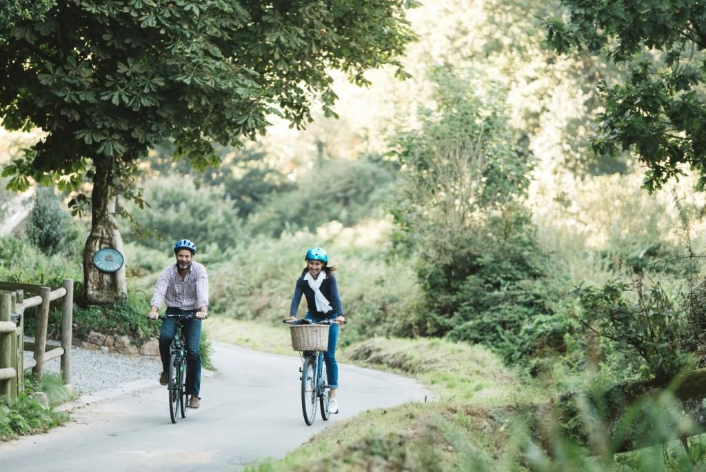 Jersey Holidays on a Shoestring - Cycling through the Lanes
