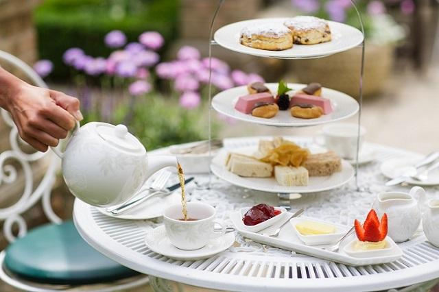 Greenhills Country House Hotel - Al fresco afternoon tea